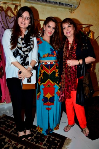 03 Simone & Zarine Khan with Prai at Pria Kataaria Puri Store Launch Event