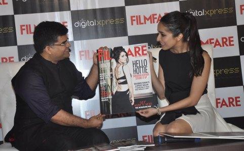 Jitesh Pillaai (Editor, Filmfare) & Shraddha Kapoor at the Filmfare Magazine cover launch at Reliance Digital, Prabhadevi.12