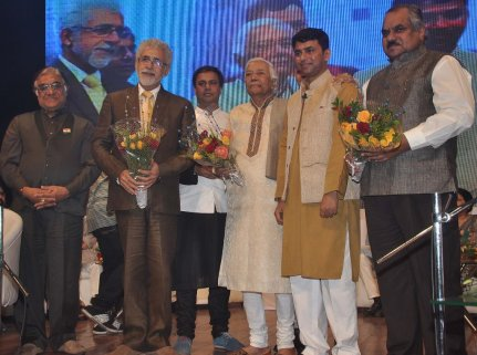 Naseeruddin Shah released Quaiser Khalid's Poetry at Pasbaane Adab's 'Third Inrenational Poetry Festival'.14