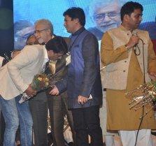 Ravi Kishan & Naseeruddin Shah released Quaiser Khalid's Poetry at Pasbaane Adab's 'Third Inrenational Poetry Festival'.5