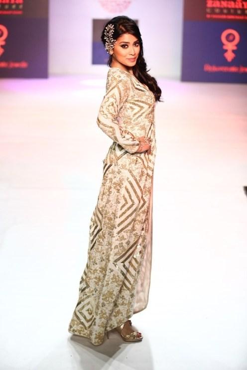 02 Actor Shriya Saran for Designer Shouger Merchant Doshi @ Pune Fashion Week Season V