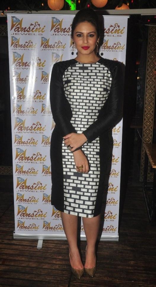 Huma Qureshi at the CineBlitz magazine cover launch at SheeSha Sky Lounge Gold, Juhu.18