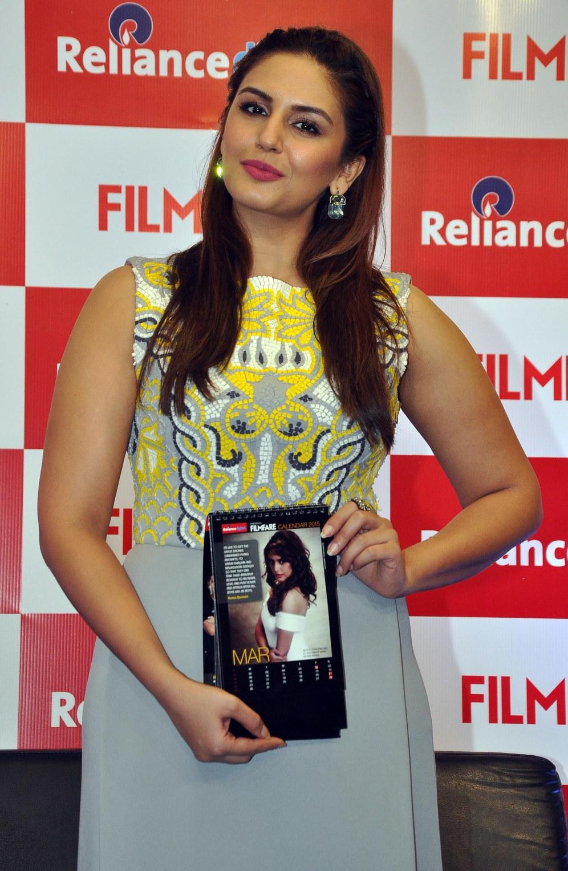 Huma Qureshi unveiled Filmfare 2015 Calendar at Reliance Digital, Prabhadevi, Mumbai.1