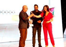 Rocky S presenting the award at GoodHomes Awards 2014 at Sofitel,BKC.1