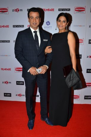 Ronit Roy with wife at the '60th Britannia Filmfare Awards 2014' Pr Awards Party at Hyatt Regency.