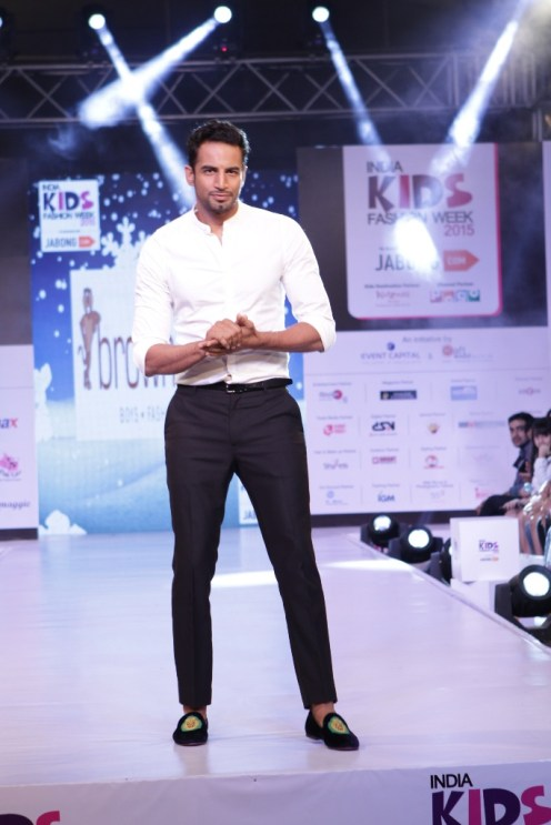 Upen Patel walks the ramp as showstopper for Brown Bows at IKFW 2015