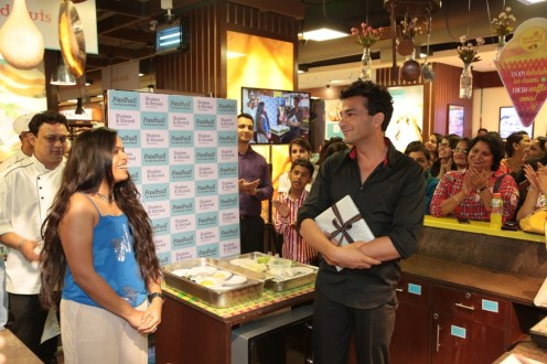 Chef Vikas Khanna amused at his fan's talks