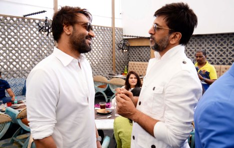 ajay-devgn-javed-jaffrey-catch-up-at-the-newly-launched-sheesha-sky-lounge