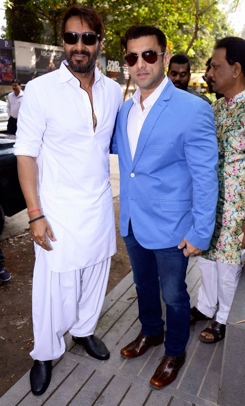 ajay-devgn-with-ali-reza-abdi-brand-owner-sheesha-sky-lounge