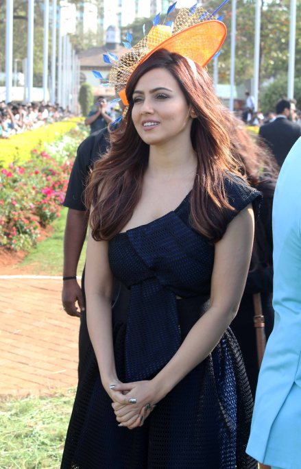 sana-khan-grace-the-sshaawns-million-cup-hosted-by-waahiid-ali-khan-on-indian-derby-day-1