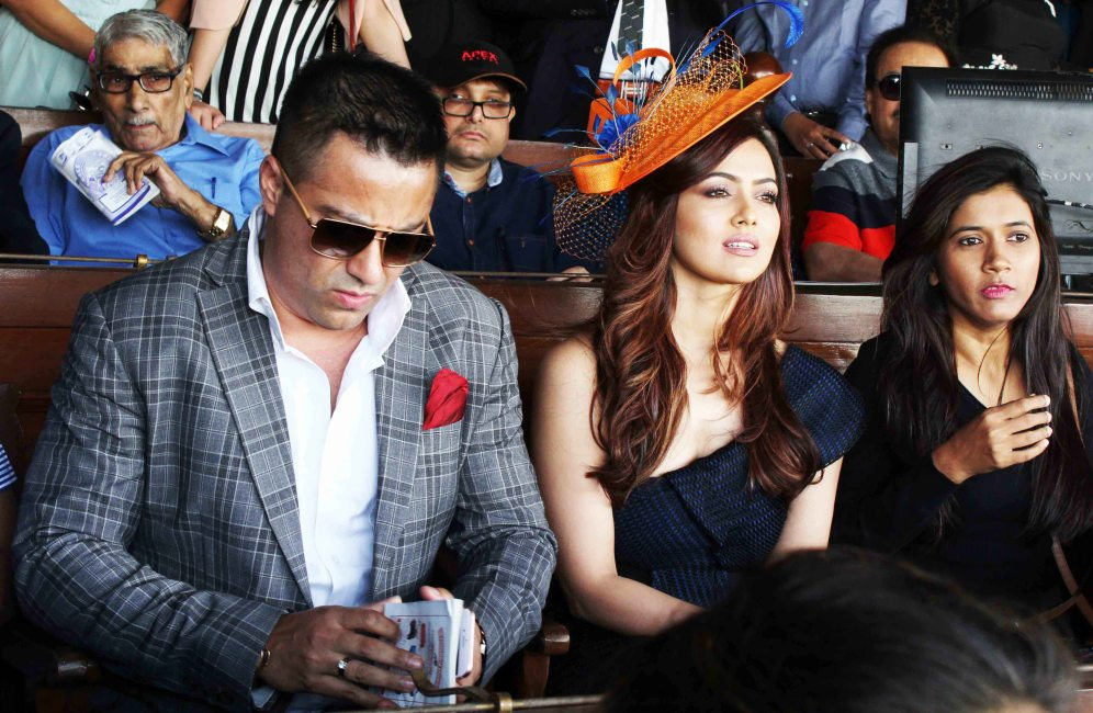 sana-khan-grace-the-sshaawns-million-cup-hosted-by-waahiid-ali-khan-on-indian-derby-day-5