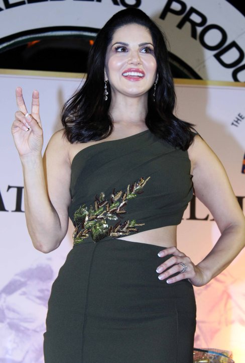 sunny-leone-attends-the-atilla-million-race-by-kishore-dhingra-1