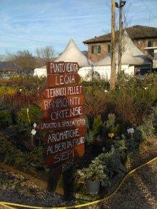 とってもたくさんある植物へ会いに行くには標識が必需!