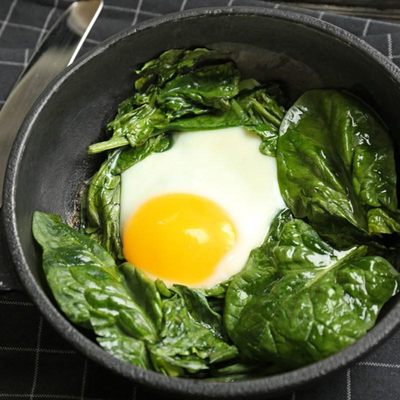shutterstock 657351454 e1550588131727 spinach and eggs - 18 maneiras de cozinhar tudo mais rápido