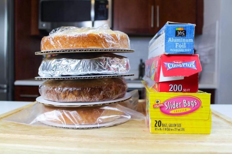 wrapped cake layers v3 1024x683 - Minhas principais dicas sobre como fazer seu próprio bolo de casamento