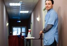 male cleaning staff personal de limpieza masculino