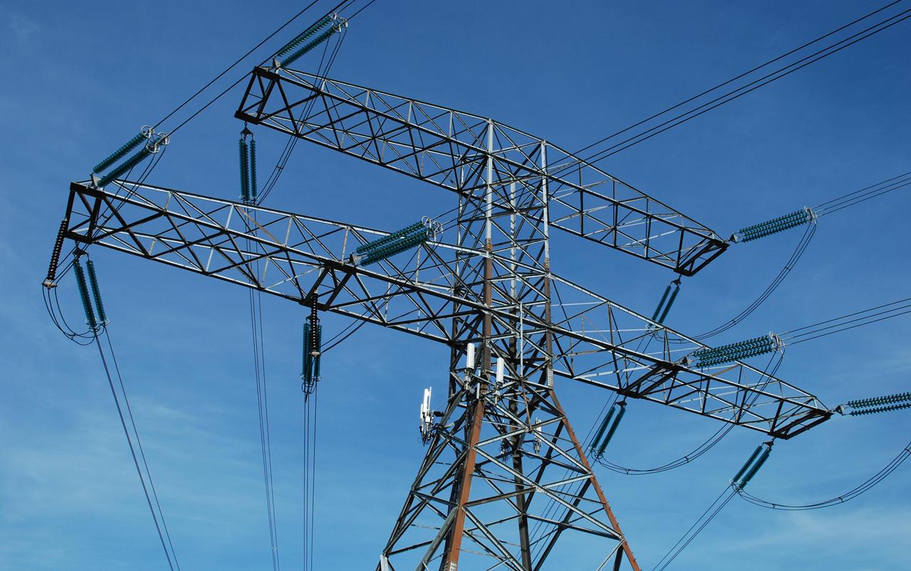 La OCU pide sanciones a las comercializadoras eléctricas que subieron el precio de la electricidad de forma irregular