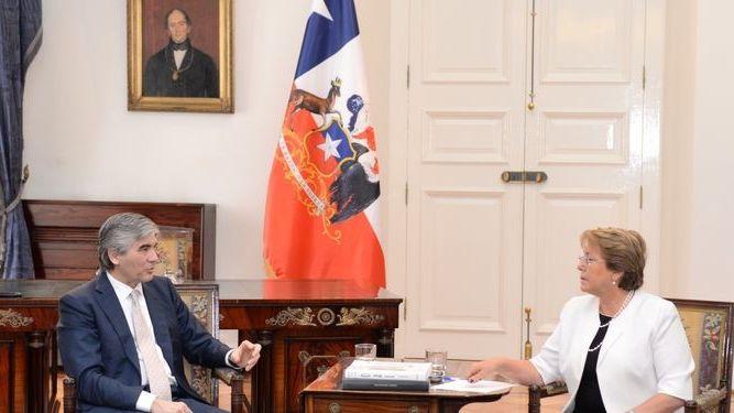 Francisco Reynu00e9s se reu00fane con Michelle Bachelet (Presidenta de Chile)