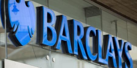 Barclays: banca española podría iniciar posibles fusiones antes del próximo otoño