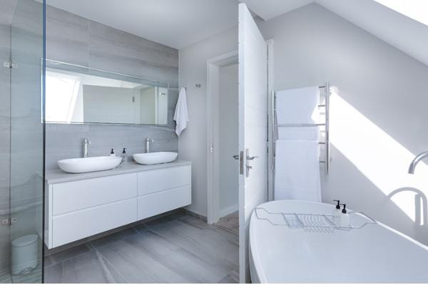 Cómo revalorizar tu vivienda cambiando los muebles de baño