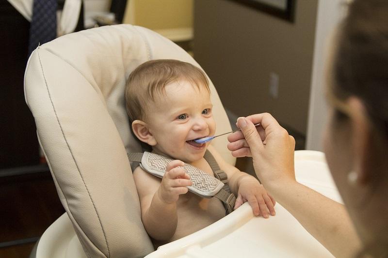 alimentar bebe