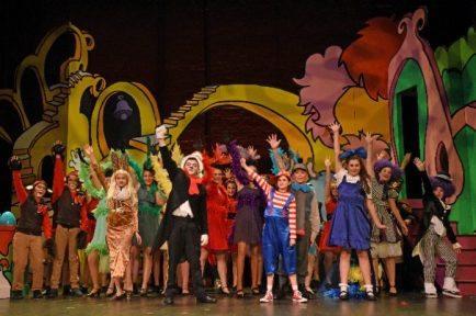 SMUS-1903-MS-Seussical-02-696x463