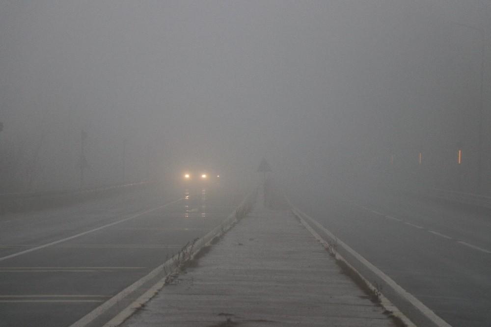 Bolu Dağı'nda yoğun sis ve yağmur etkili oluyor
