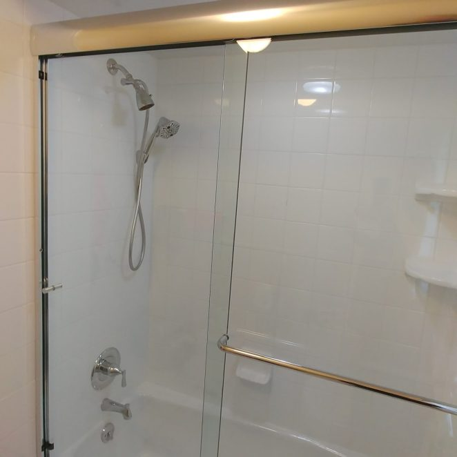 White shower/tub
