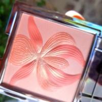 Le blush enlumineur au lys blanc L'Orchidée corail Sisley