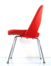 Eero Saarinen chair red vintage Knoll