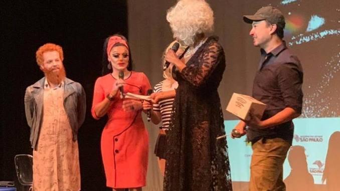 """O ganhador do troféu, o publicitárioVinícius Yamada, fez parte da equipe do documentário """"Bom Dia, Ipanema""""."""