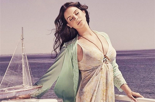 lana-del-rey-high-by-the-beach-single-20
