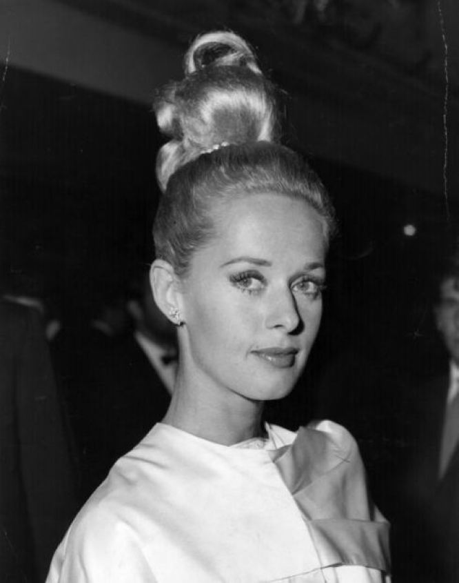American actress Tippi Hedren at the premiere in London for Alfred Hitchcock's film 'The Birds' in which she stars. (Photo by Central Press/Getty Images)
