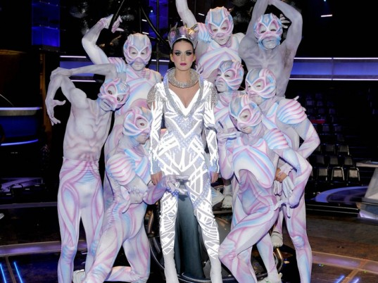 katy-perry-led-costume-american-idol-3-537x402-1