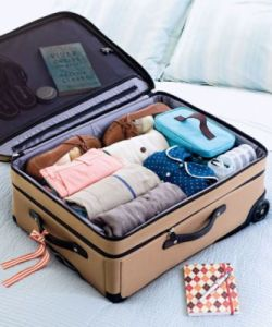 54fe9b6c7fdc9-ghk-suitcase-0807-s3