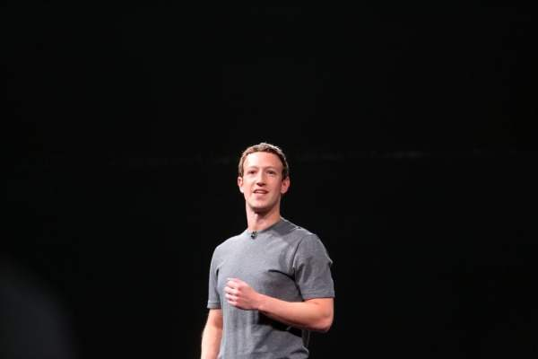 zuckerberg-mobile-world-congress-511577032