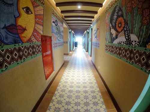Lantai meksiko hotel senyum world batu malang