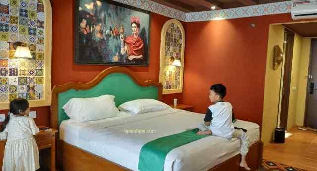 Kamar Mexico 2 Hotel Senyum World Batu Malang