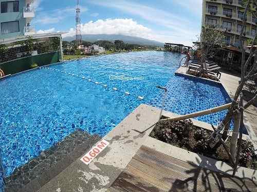 Kolam renang hotel senyum world Batu Malang