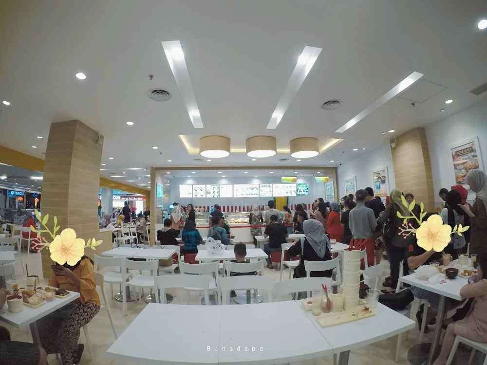 Suasana HokBen Palembang