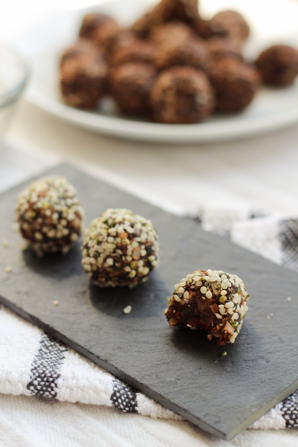Irresistible vegan hemp dates bites