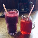 Blueberry & ginger smoothie / Red berry & hibiscus iced tea