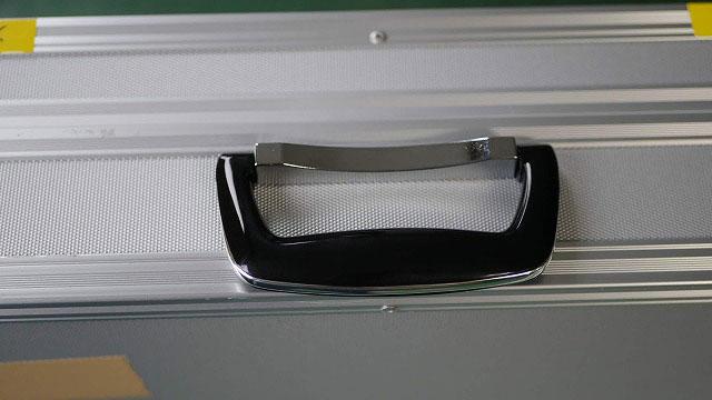 (機材ケース)ジュラルミンケース / 根本が折れたハンドルを取替え
