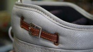 (ヘビ型押しレザー)キャディバッグ / 紛失していたセパレーターの芯を固定するベルトを作製して取替