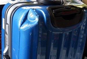 (SUNCO)サンコー鞄 / スーツケースの角ヘコミと傷の修理