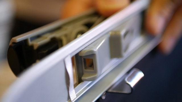 (success)サクセス / スーツケースのTSAロックを取り外す
