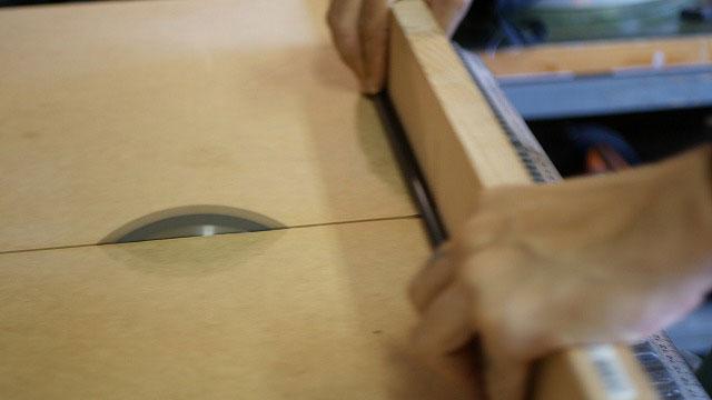(BRIEFING)ブリーフィング / スタンドキャディバッグのバー交換で使用する補強芯材のカット