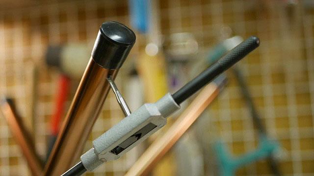 (Coleman)コールマン / アウトドア折り畳みスツールのシートをフレームに固定するネジ穴をタップで加工する