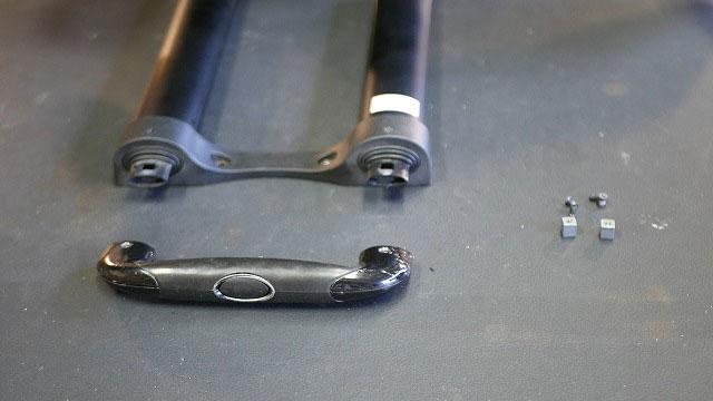 (TUMI)トゥミ / ビジネスキャリーバッグのスライドハンドルを解体する