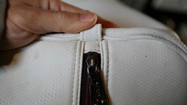 (SRIXON)スリクソン/キャディバッグフードカバーのスライダーを一度外してズレを修正する